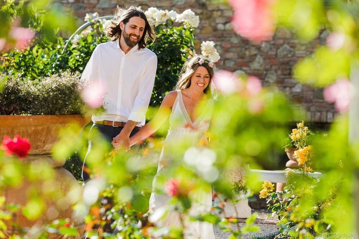 bohemian style couple getting married in the Tuscan country