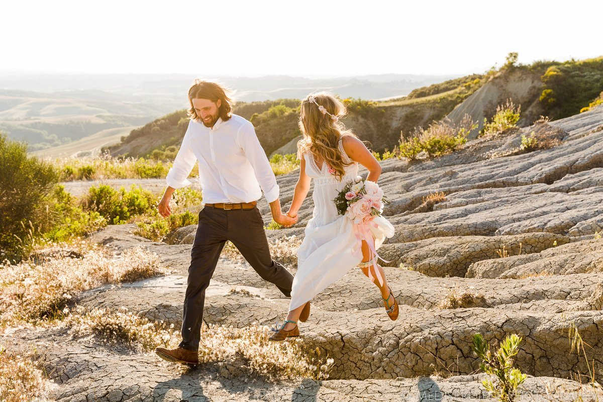 boho style couple eloping in Italy