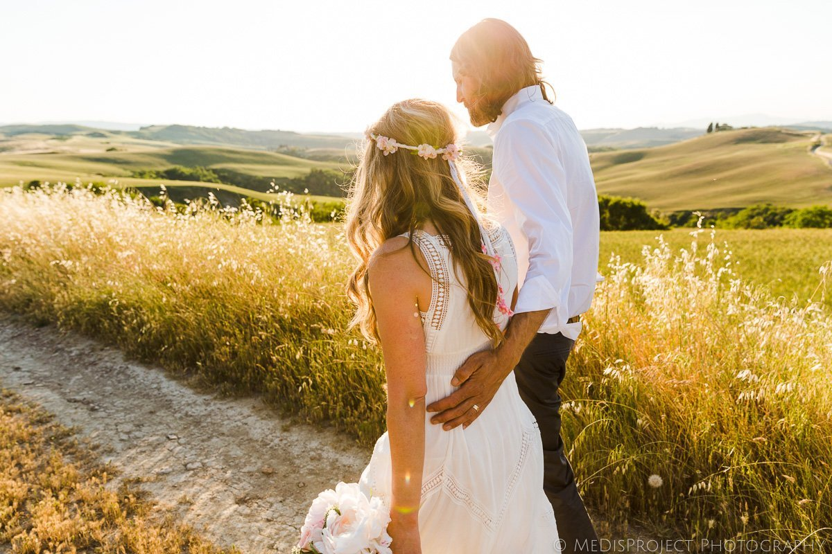 Secret elopement in Tuscany during golden hour