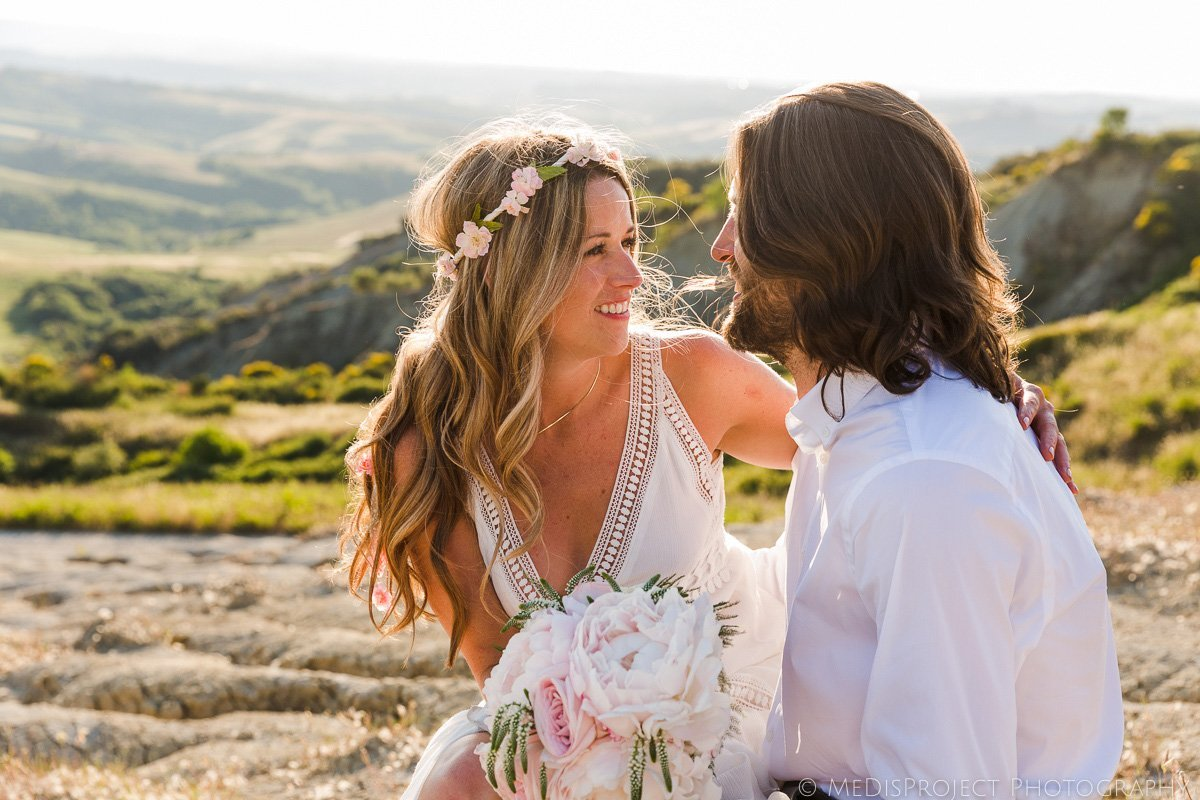 bohemian style bride getting married in the Tuscan country