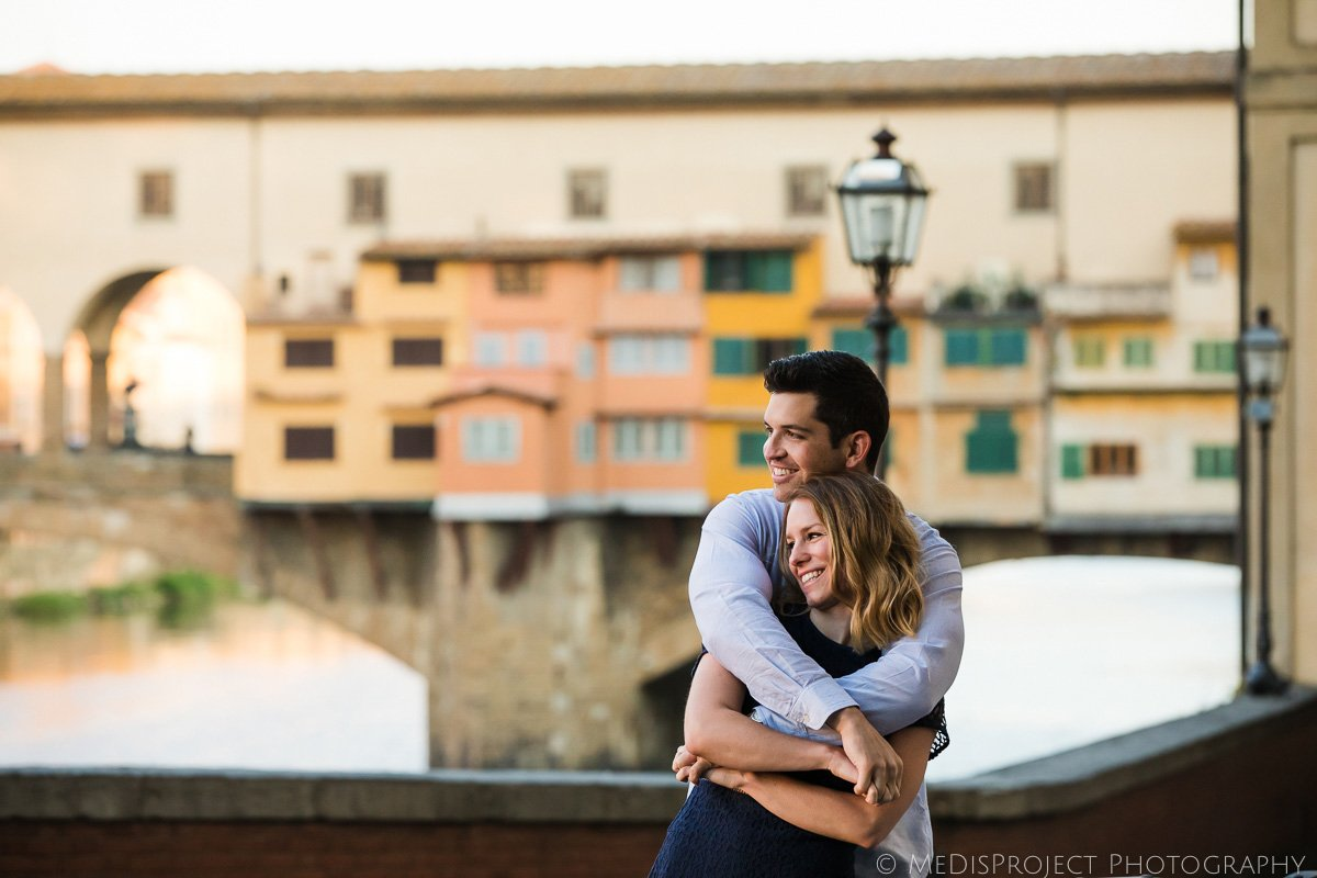 Early morning photo engagement in Florence