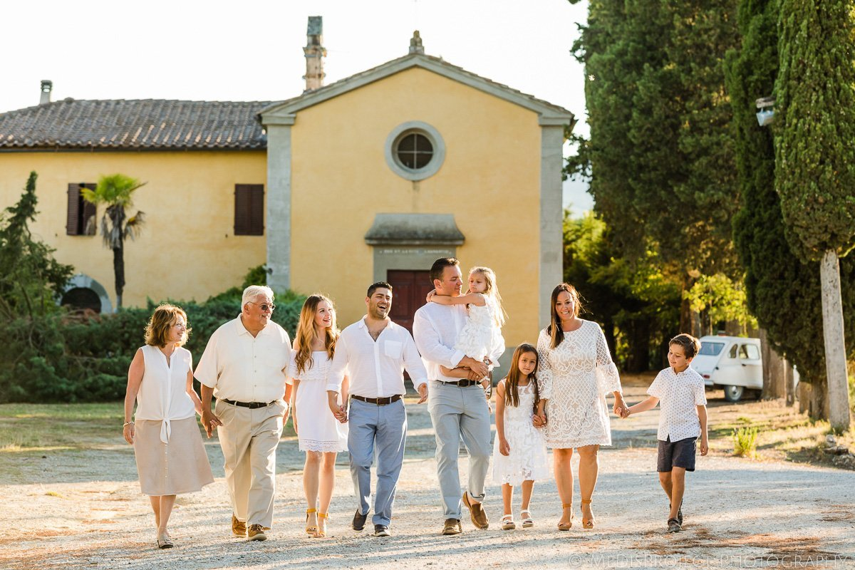 christian Family reunion photo session in Tuscan countryside