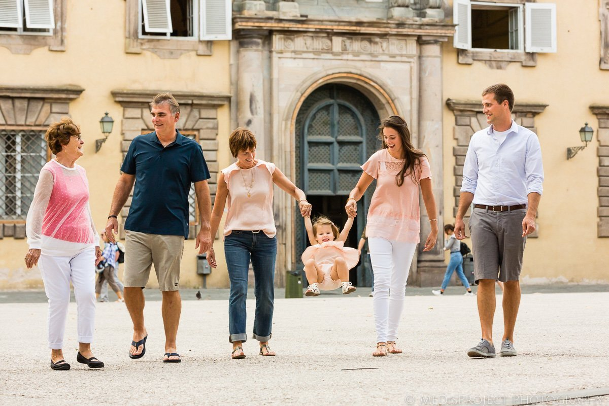 family trip photo session in Lucca