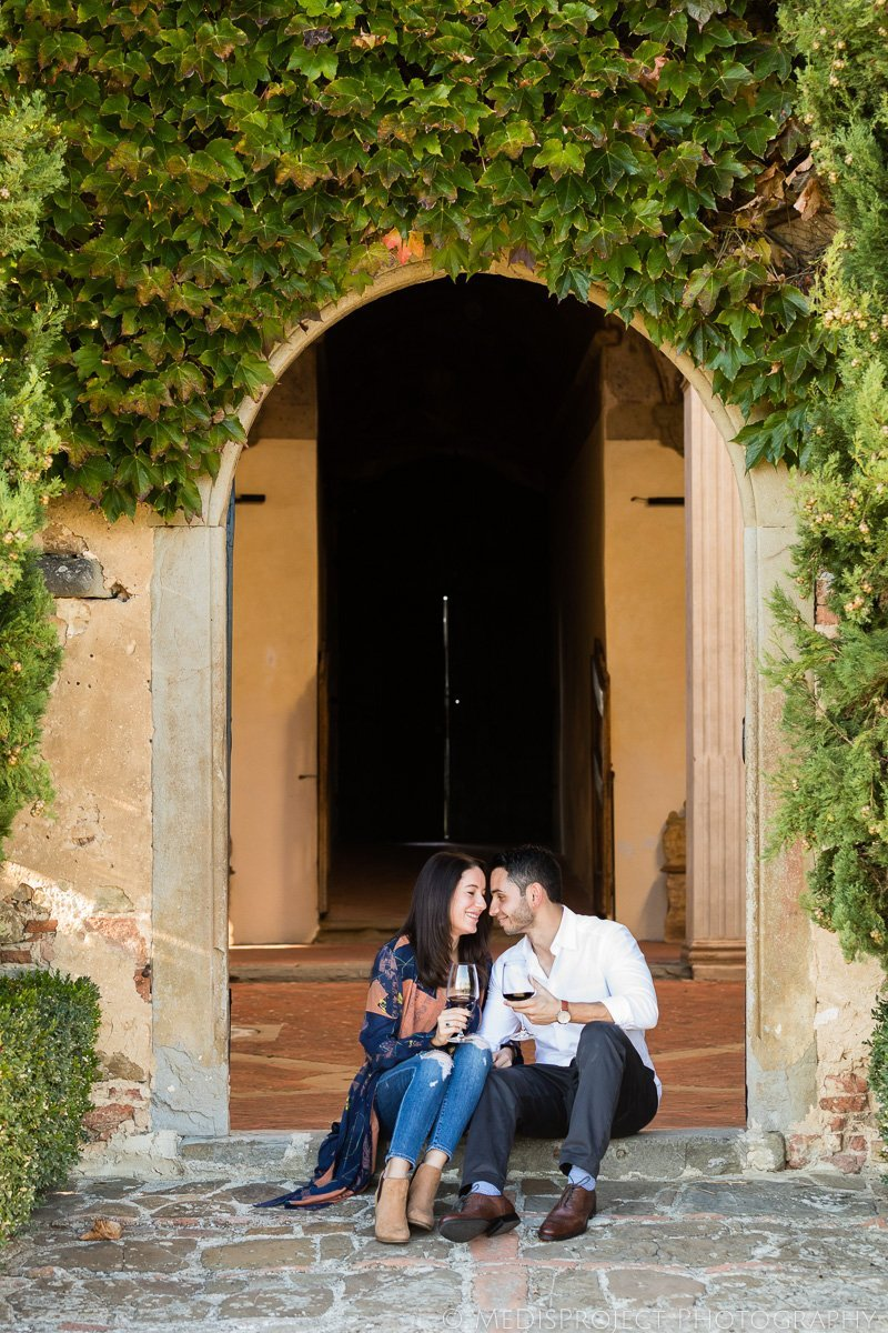 photo session during wine tasting in Chianti