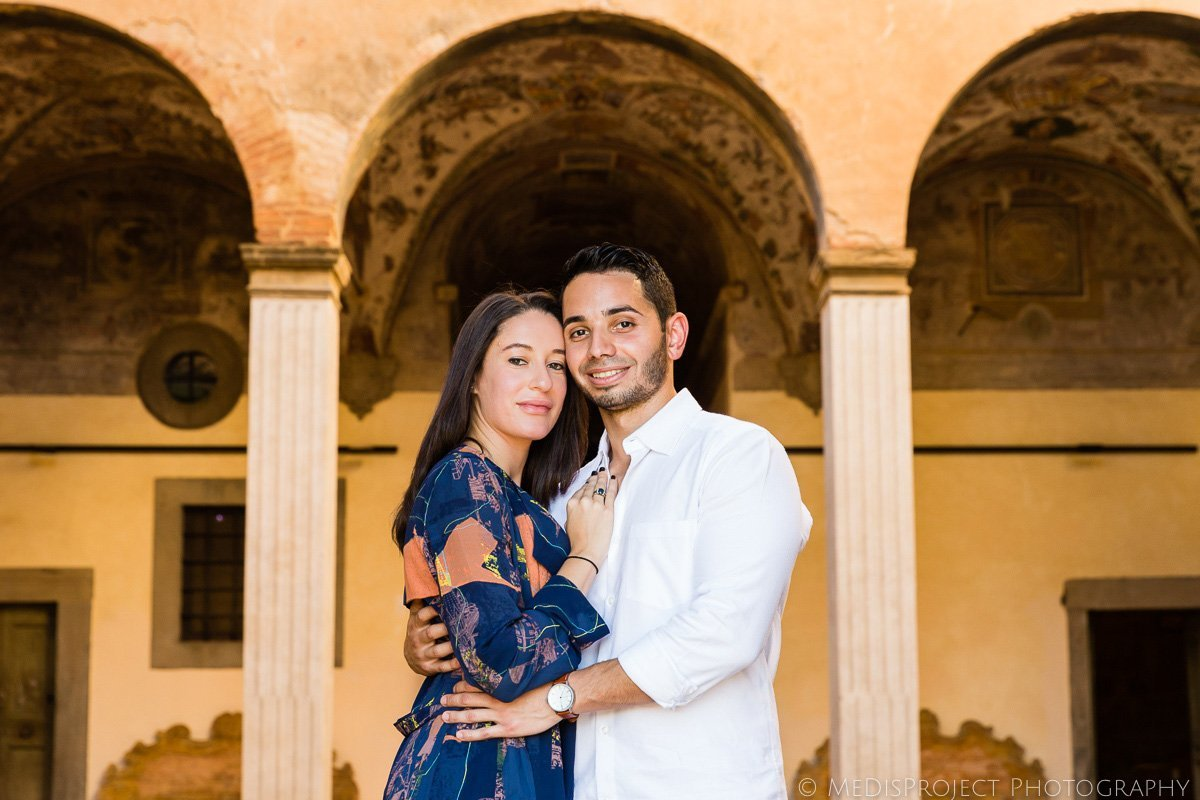 couples portrait in Tuscany