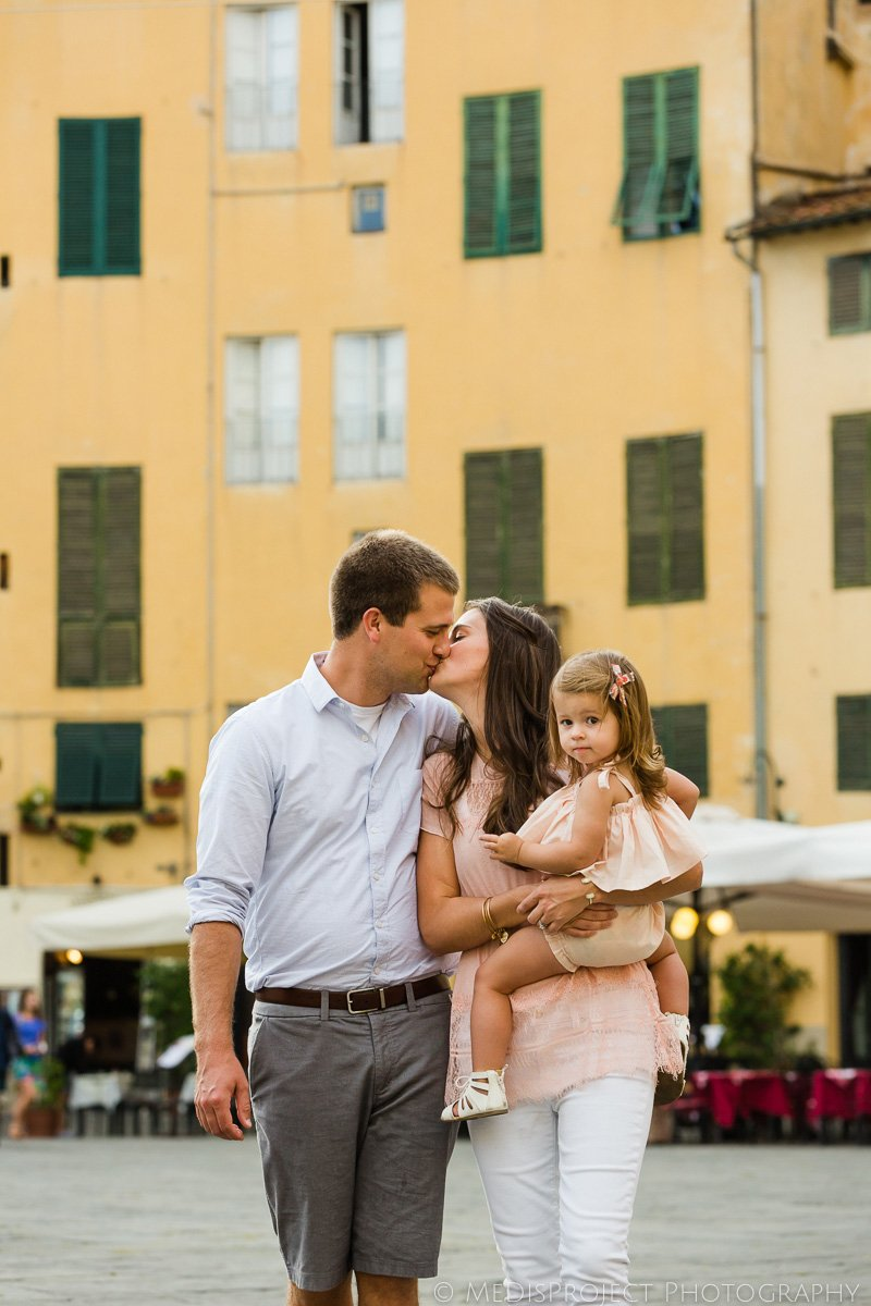 Lucca piazza Anfiteatro family photo