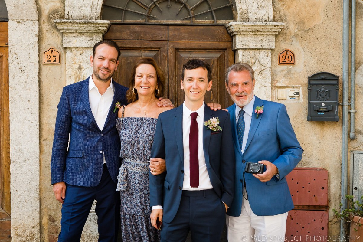 groom's family portrait before wedding in Italy