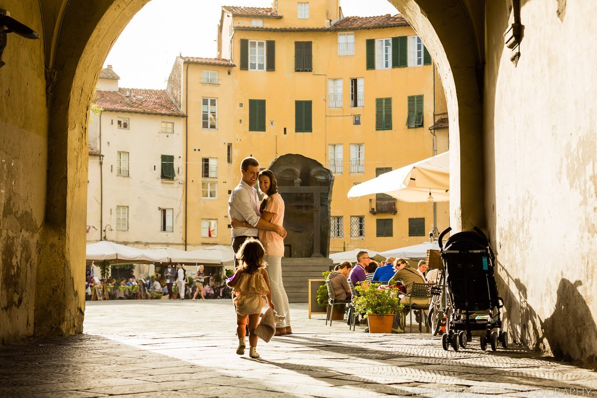 Lucca piazza Anfiteatro family photo