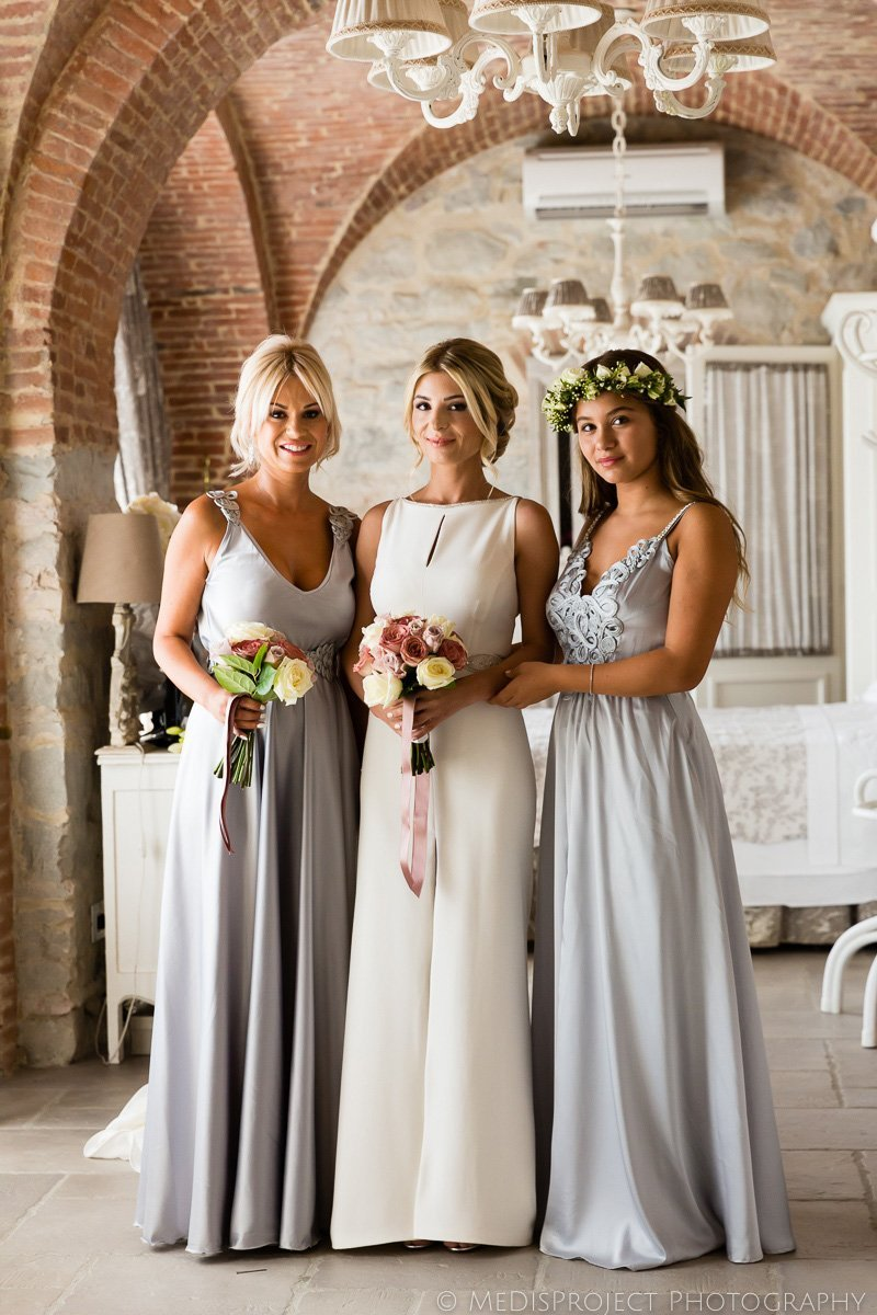 bride and bridesmaids classical portrait before the ceremony