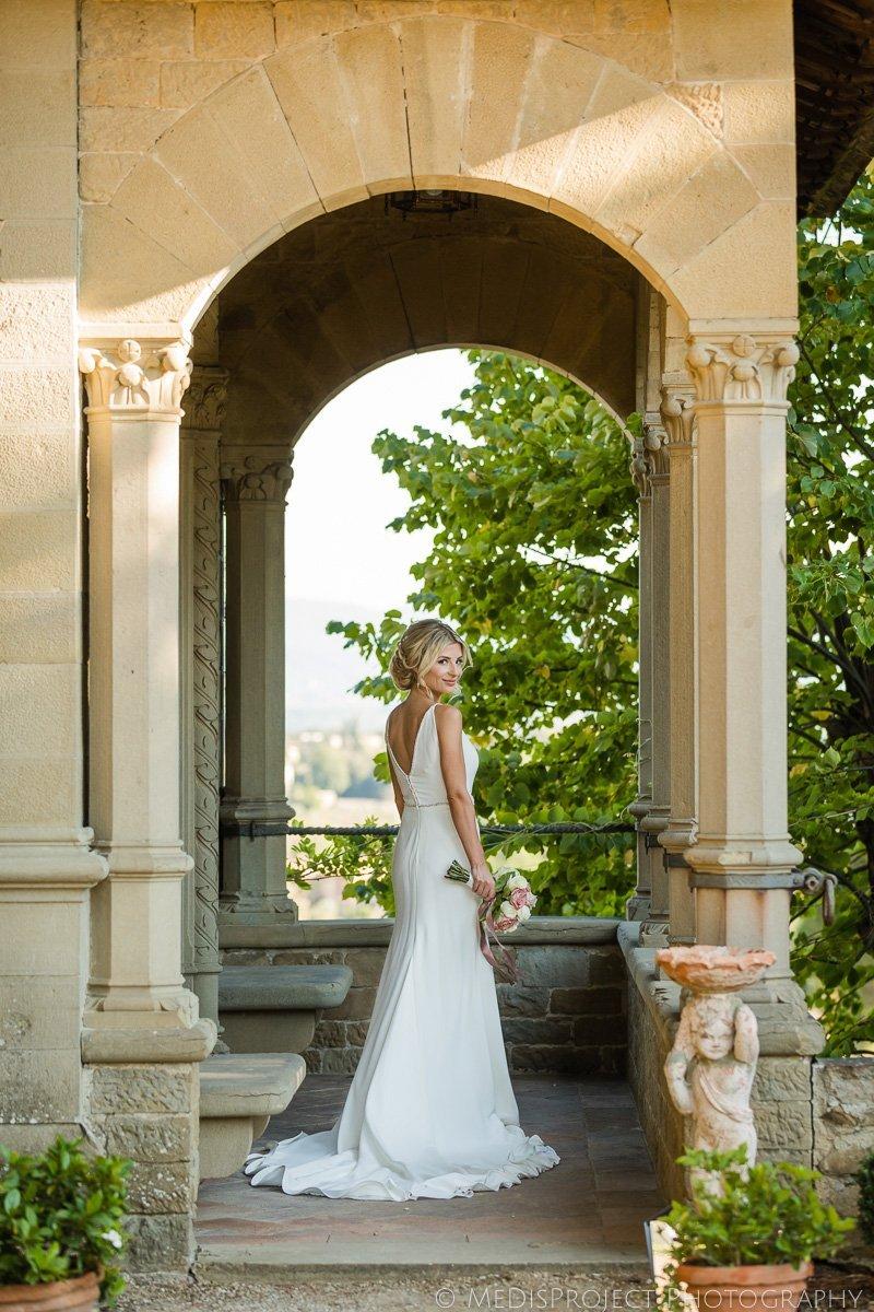 stylish bridal portrait at villa le fontanelle