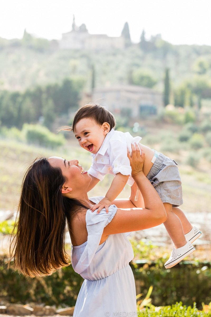 mother and son photo session on vacation in Italy