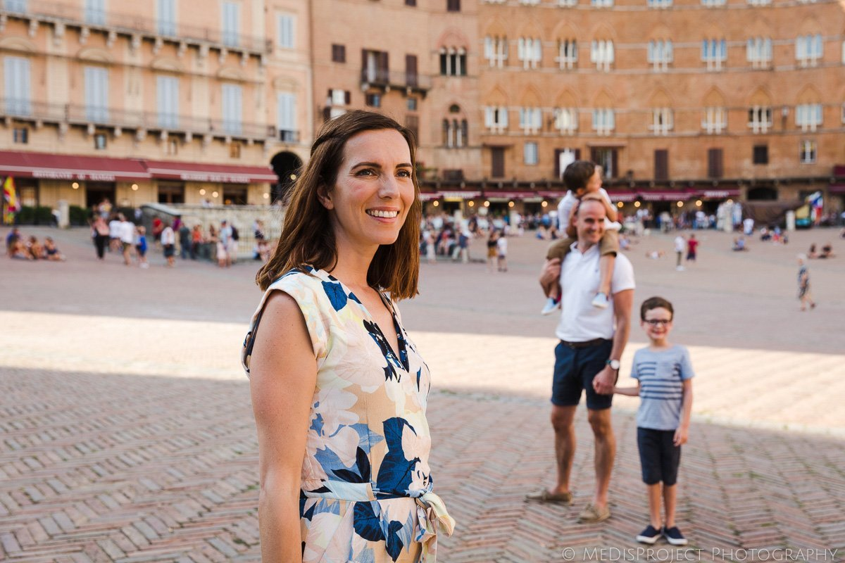 A family photo session in Piazza del Campo Siena