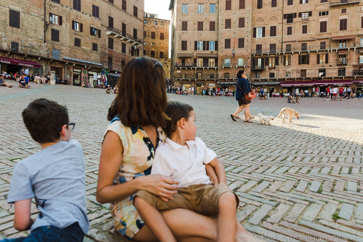 Candid family photos in Siena