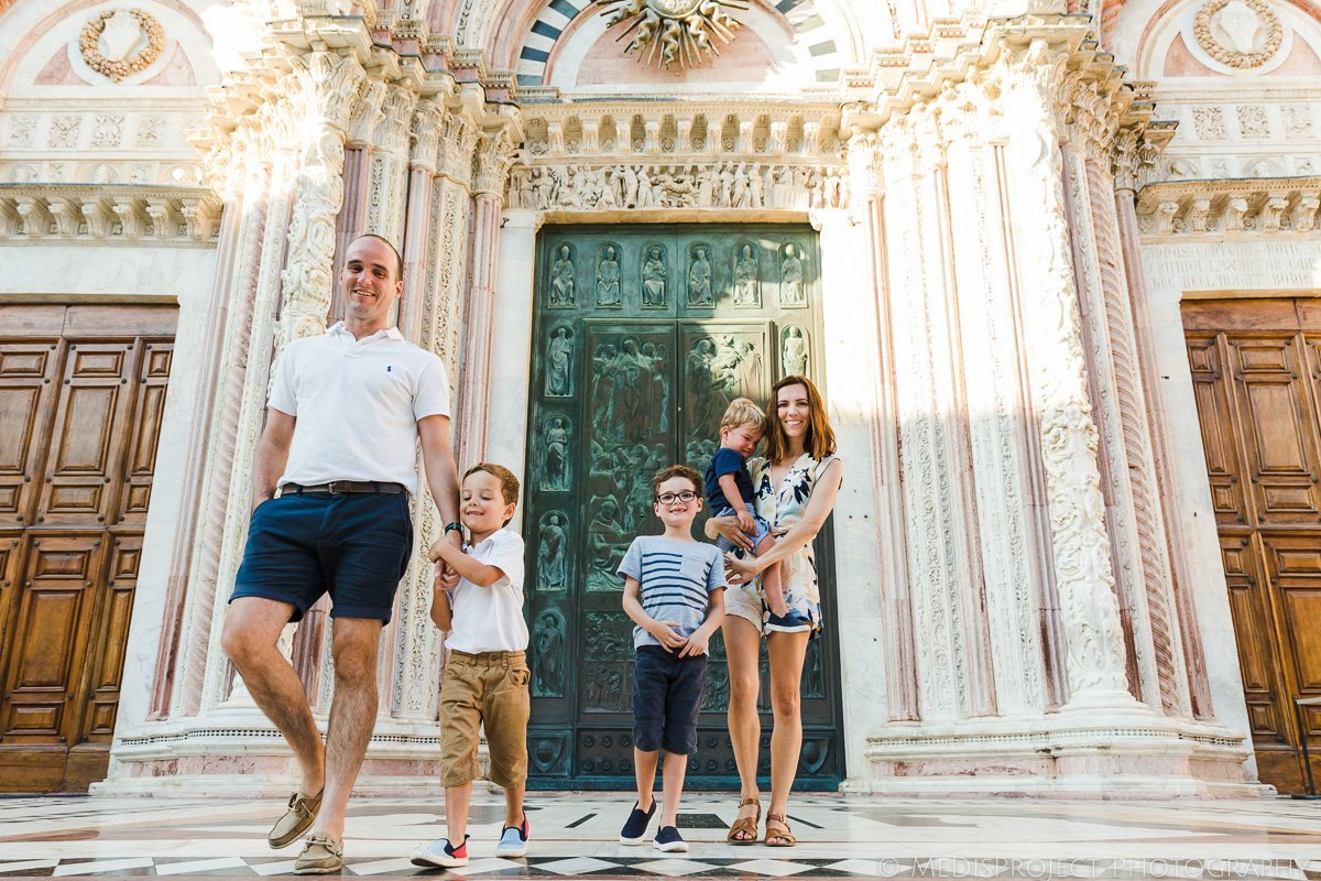 Family photos in historical places in Italy