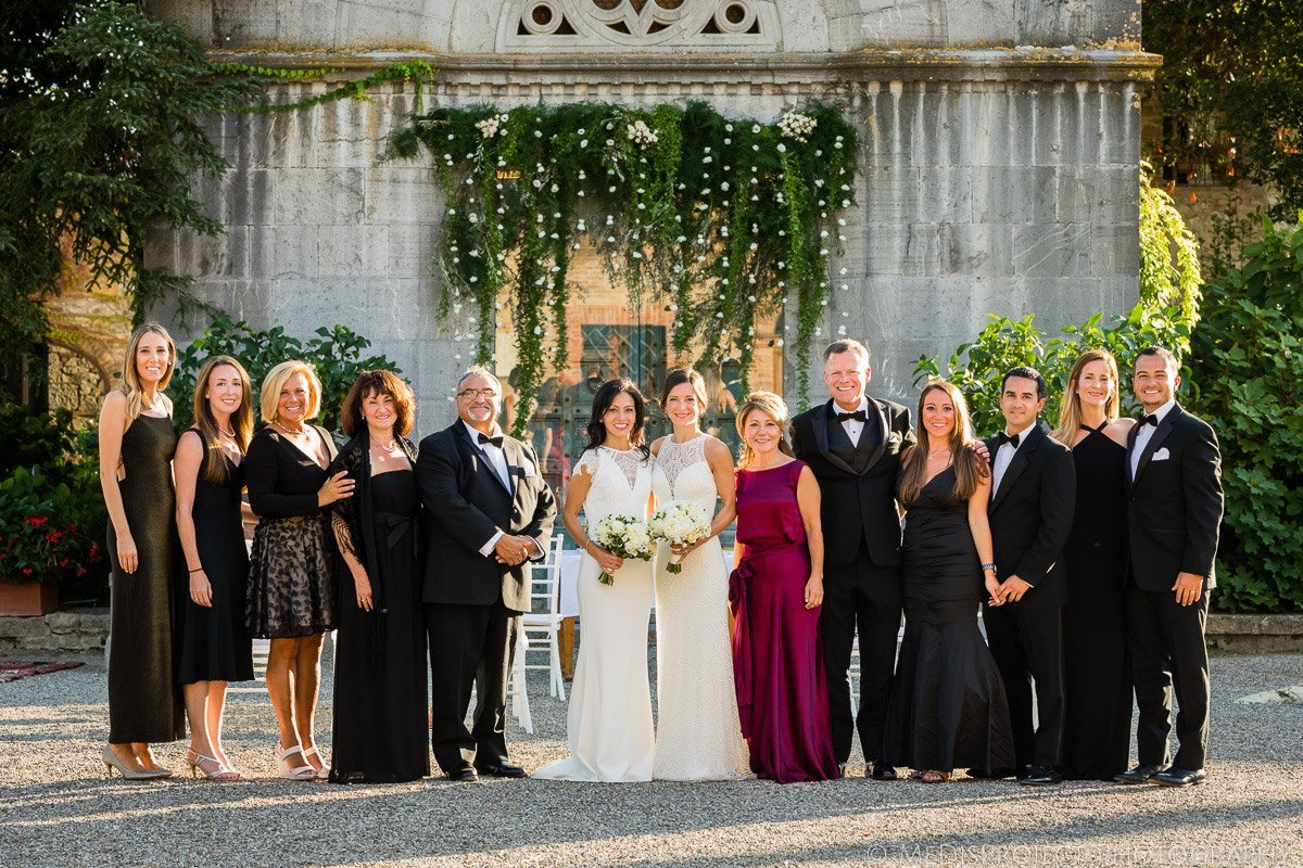 lesbian wedding in italy group shot