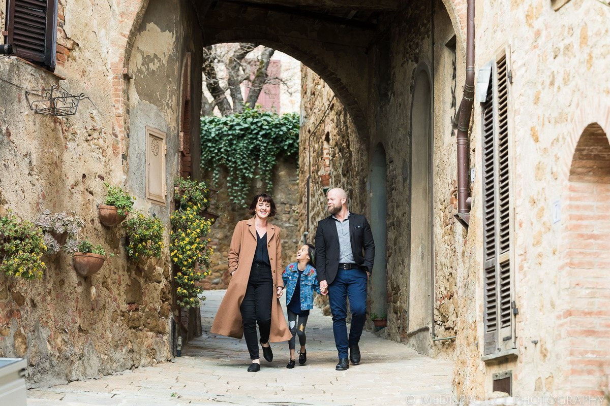 Family of 3 photo session in Tuscany