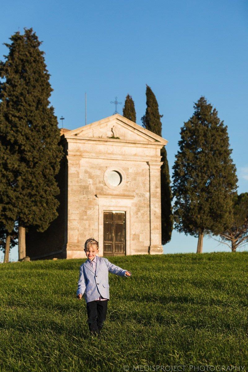 Family photographers at Vitaleta Chapel