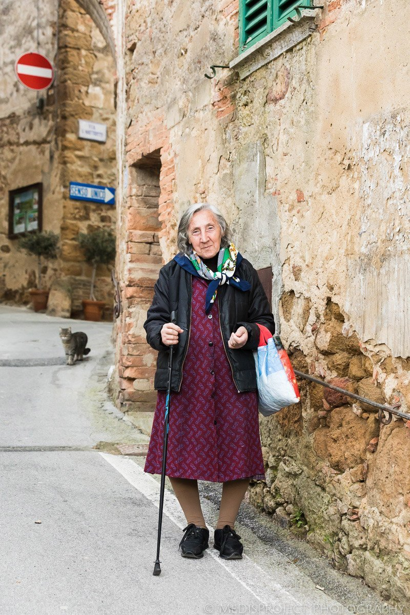 portrait of an old lady and her cat in Castelmuzio
