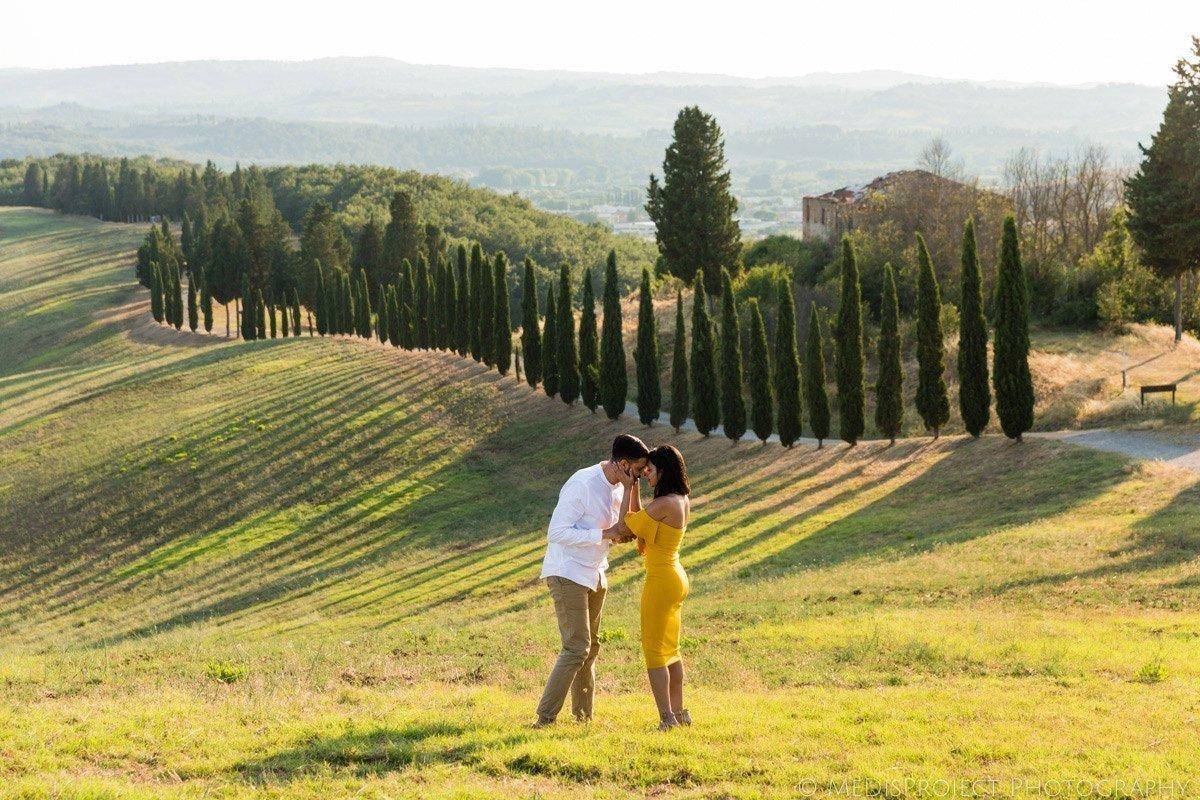 Picnic marriage proposal in Certaldo