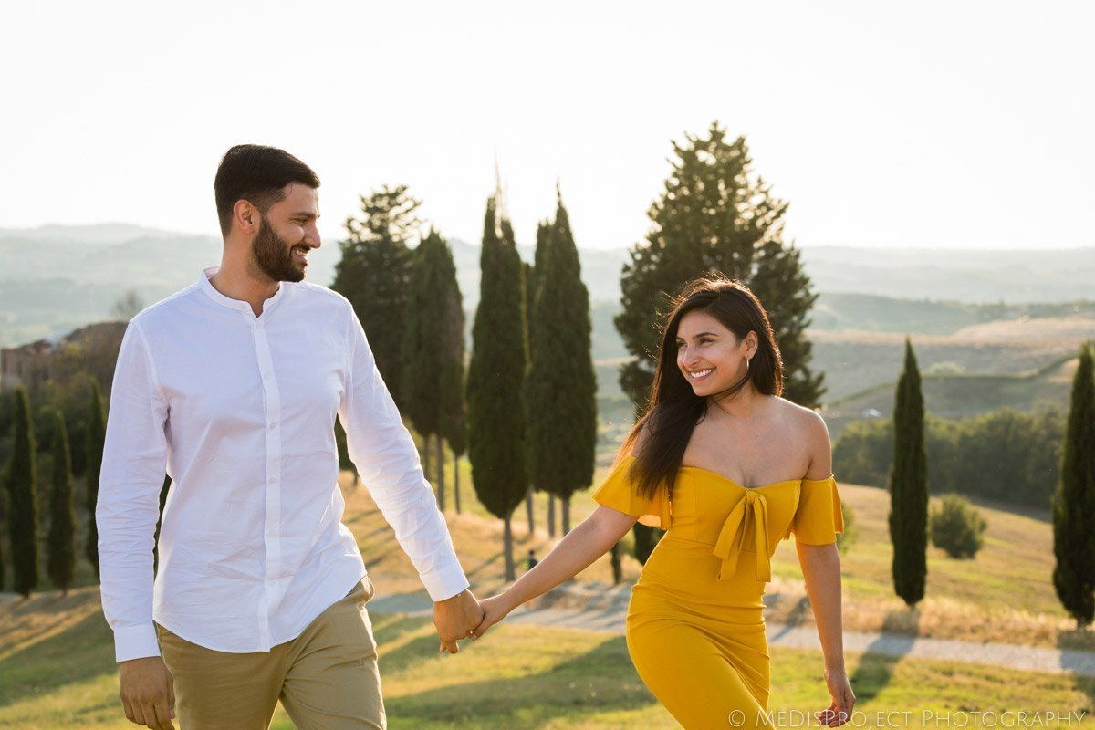 Friendly engagement photographers in Tuscany