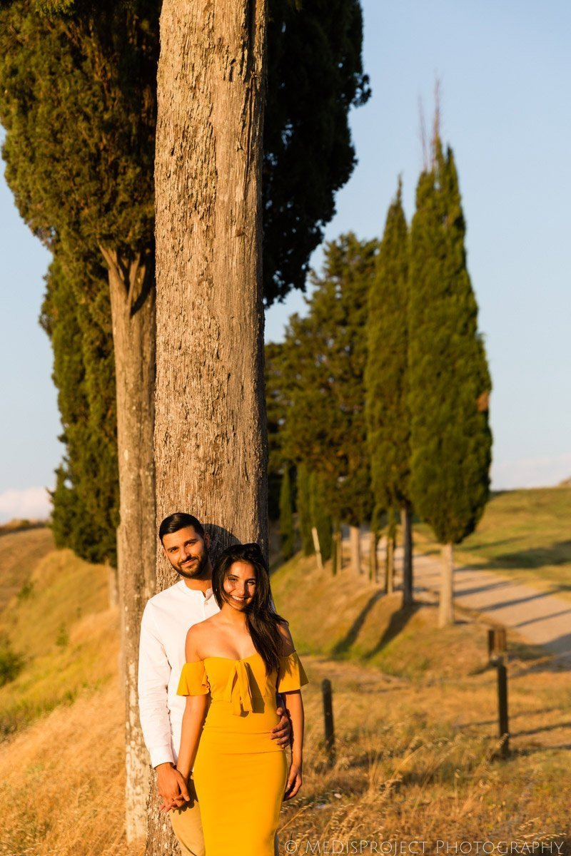 Romantic photo session in Tuscan countryside