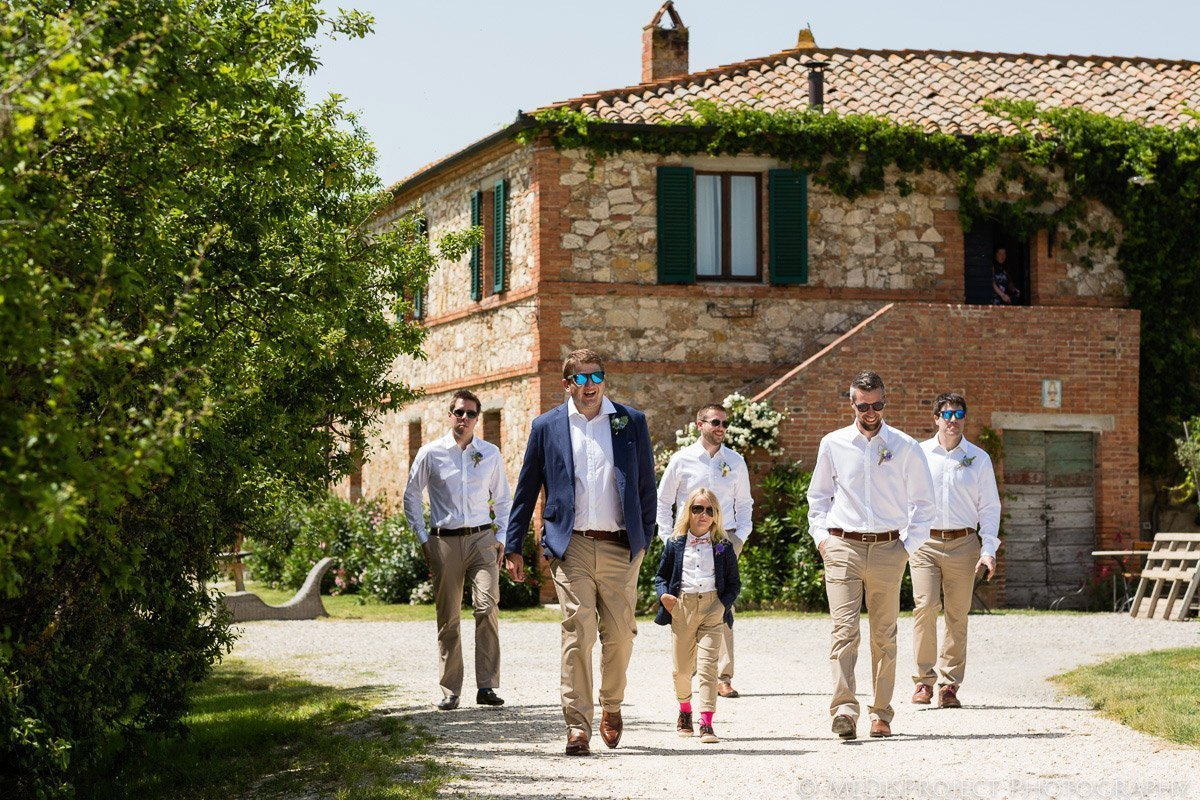 groom and groomsmen at Agriturismo il Rigo in Tuscany