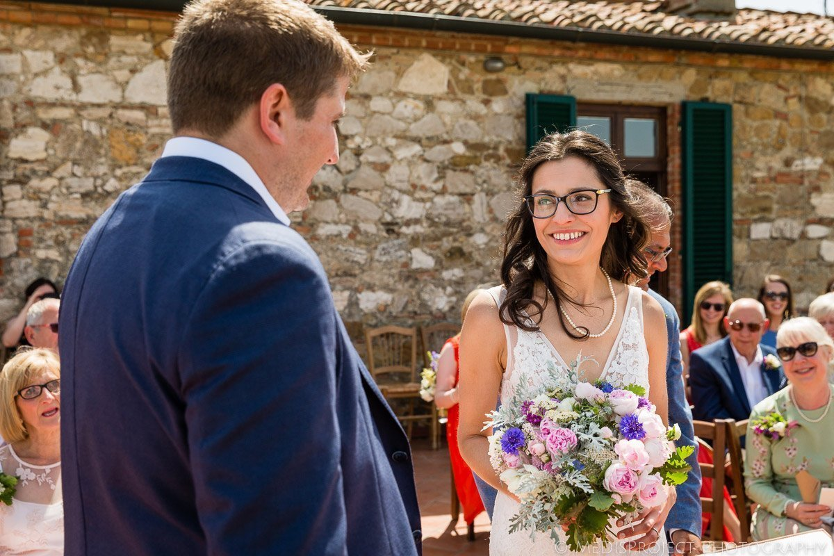 Wedding photo session on the balcony at Agriturismo il Rigo