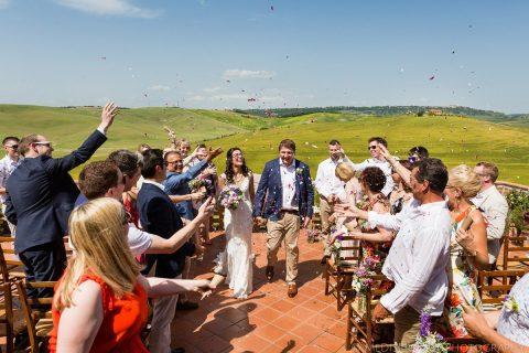Wedding photo session on the balcony at Agriturismo il Rigo