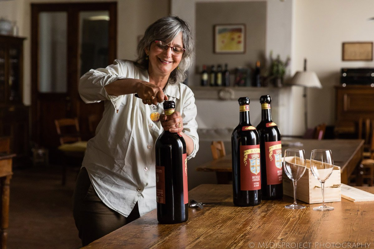 Lorenza Cipolla opens three Brunello di Montalcino jeroboam bottles for a wedding dinner