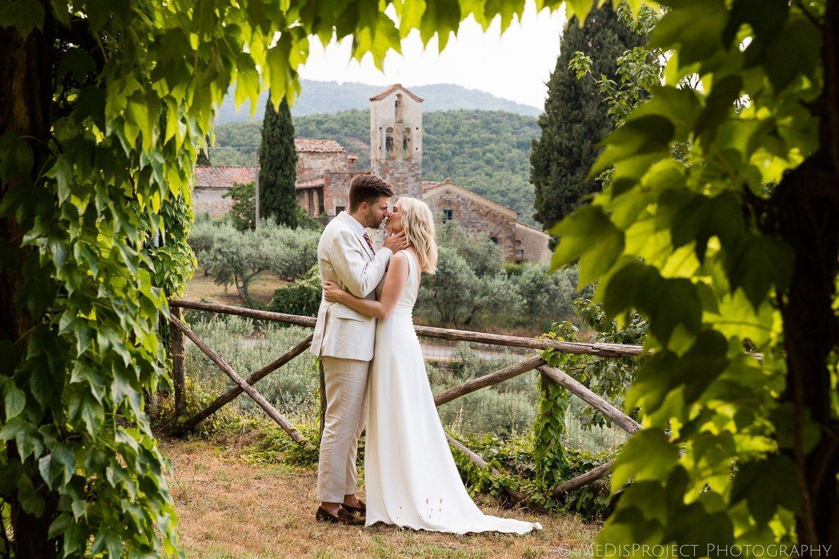 a wedding photo session at Villa Petriolo Bucine