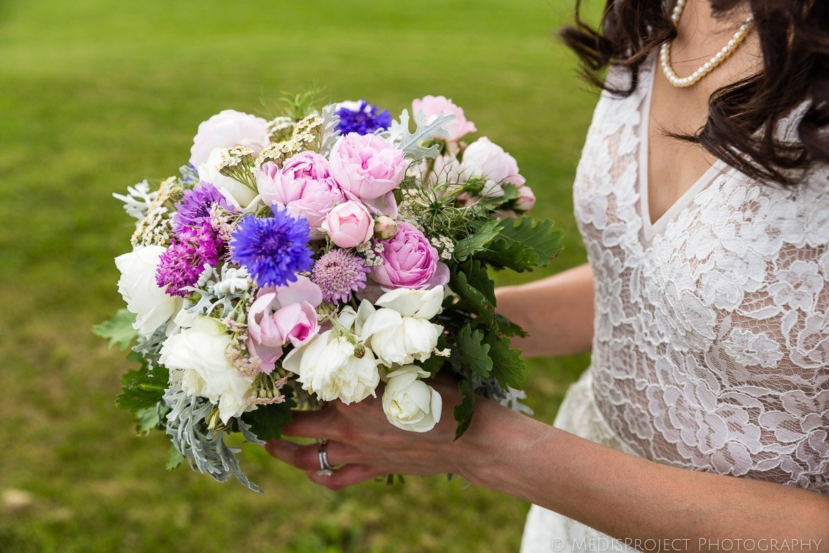 Wild flowers wedding bouquet made by Luisa Cipolla at il Rigo Tuscany
