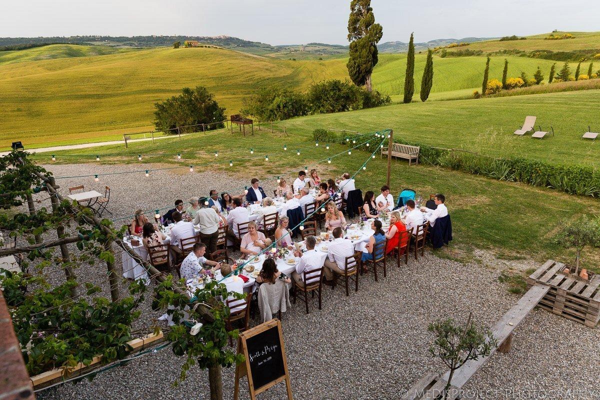 outdoor wedding dinner at Agriturismo il Rigo