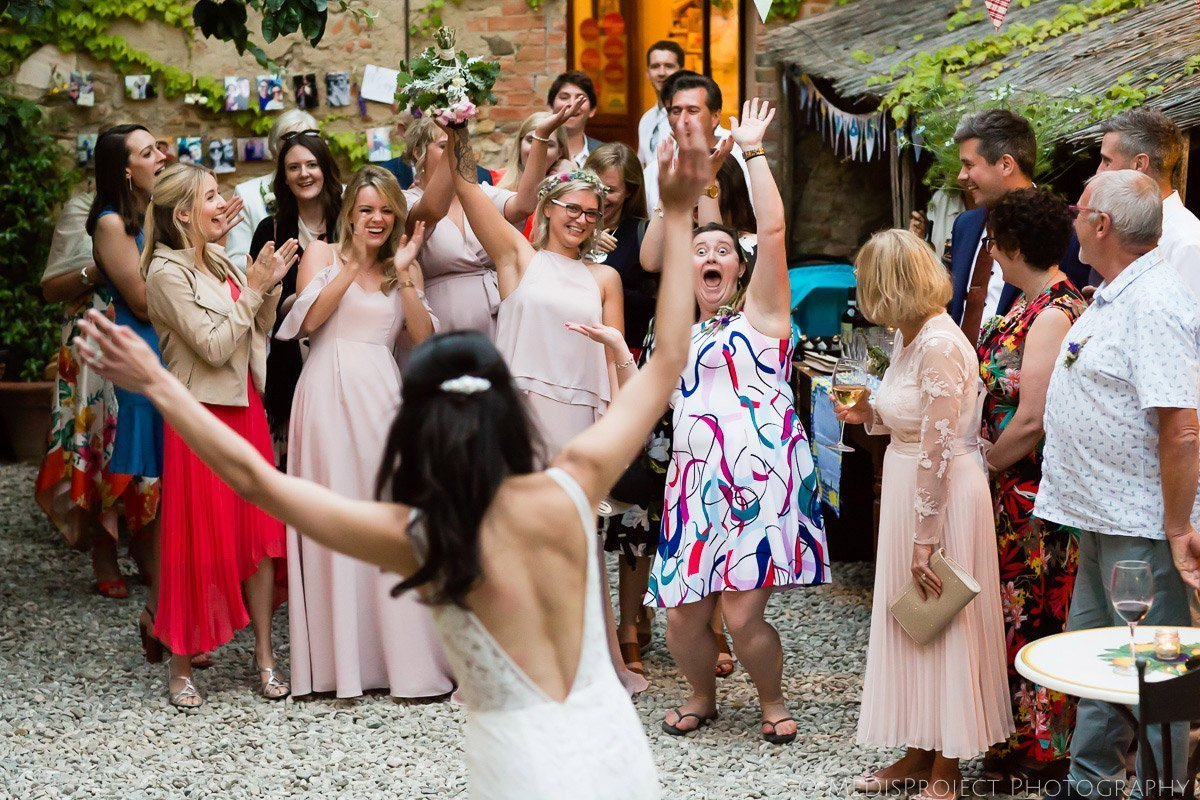Throwing the Bridal Bouquet at Agriturismo il Rigo