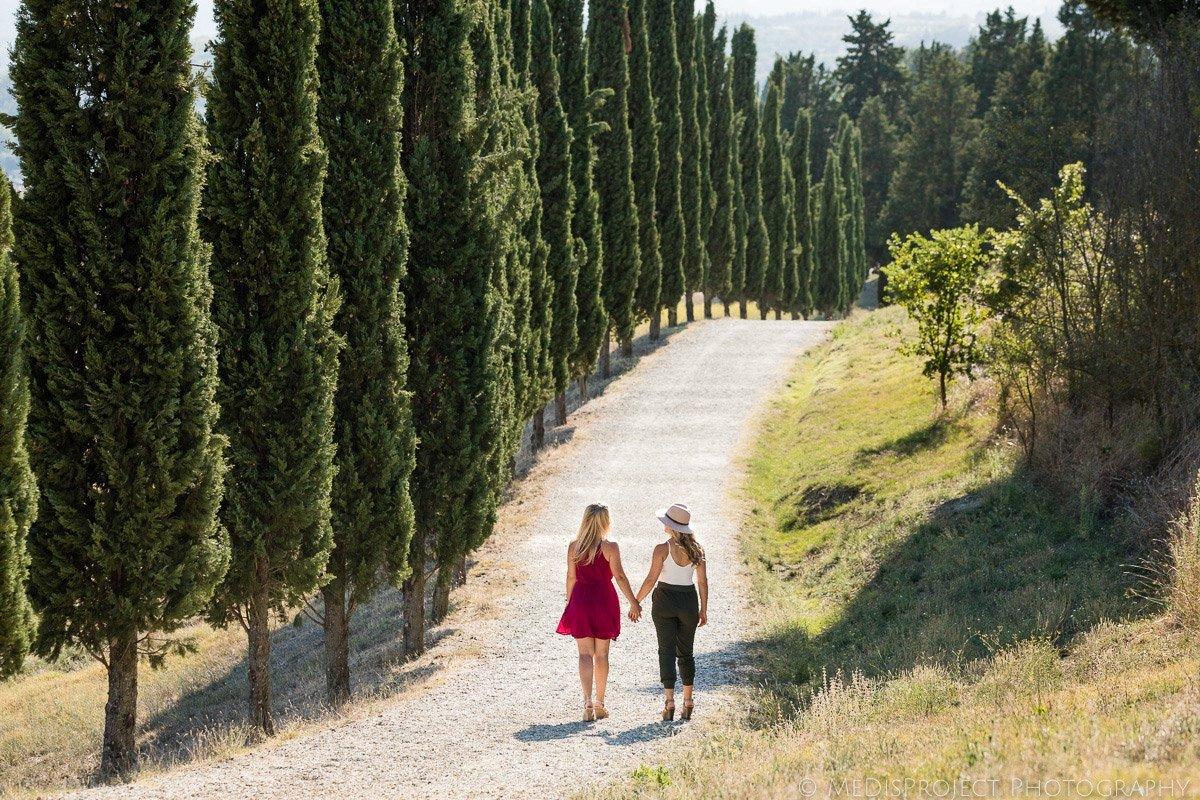 Lesbian couple photo shoot in Tuscany