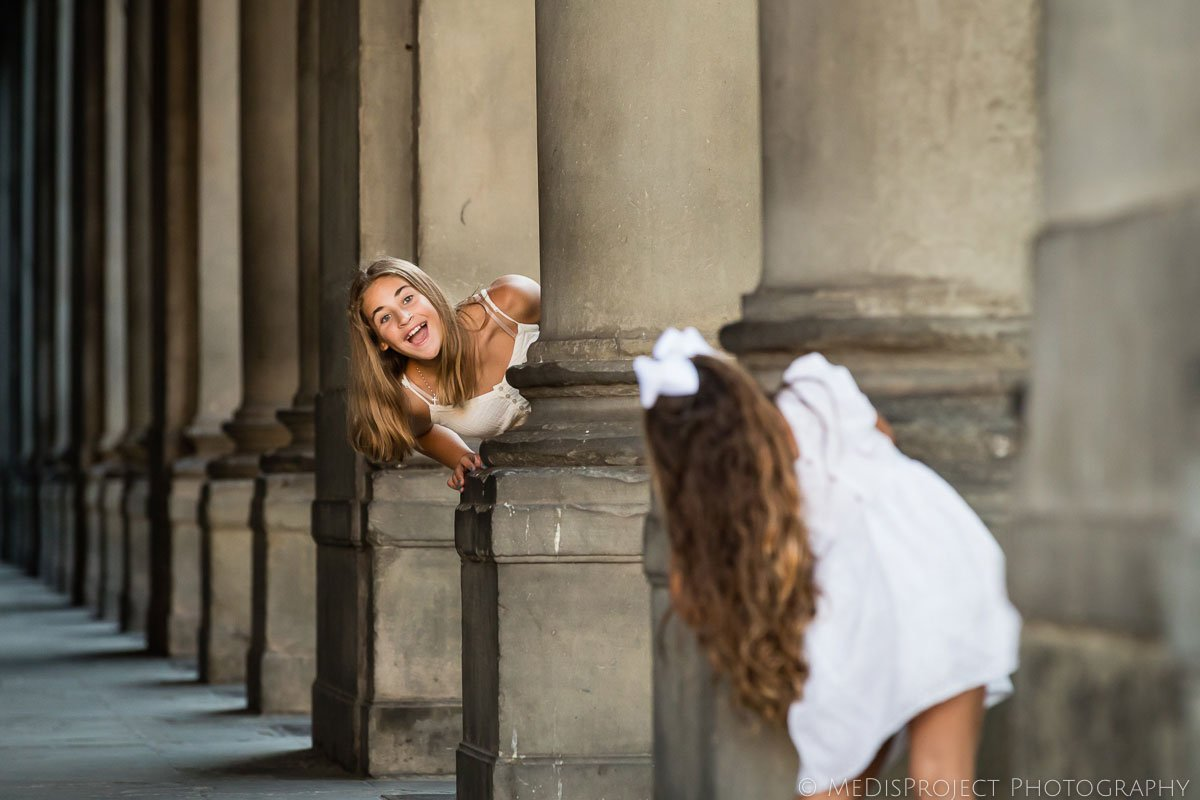 kids playing hide and seek during the photo session in Florence