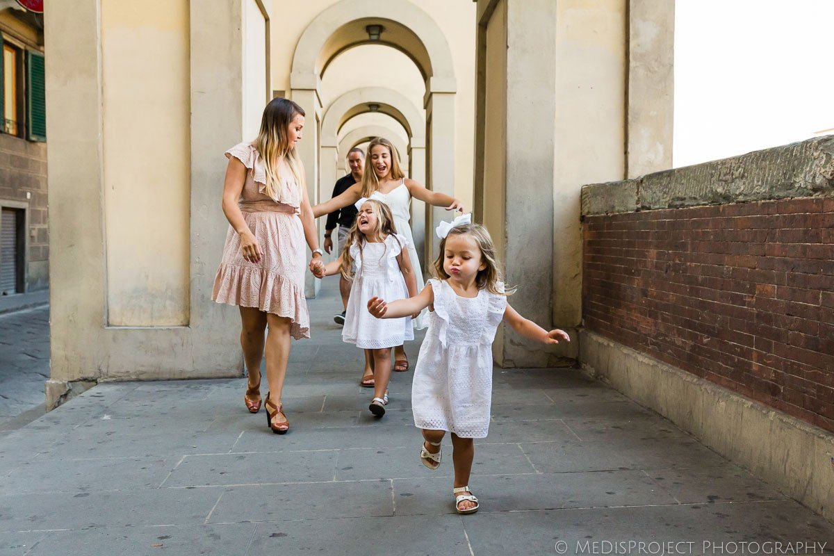 fun and joyful family photo shooting in Florence