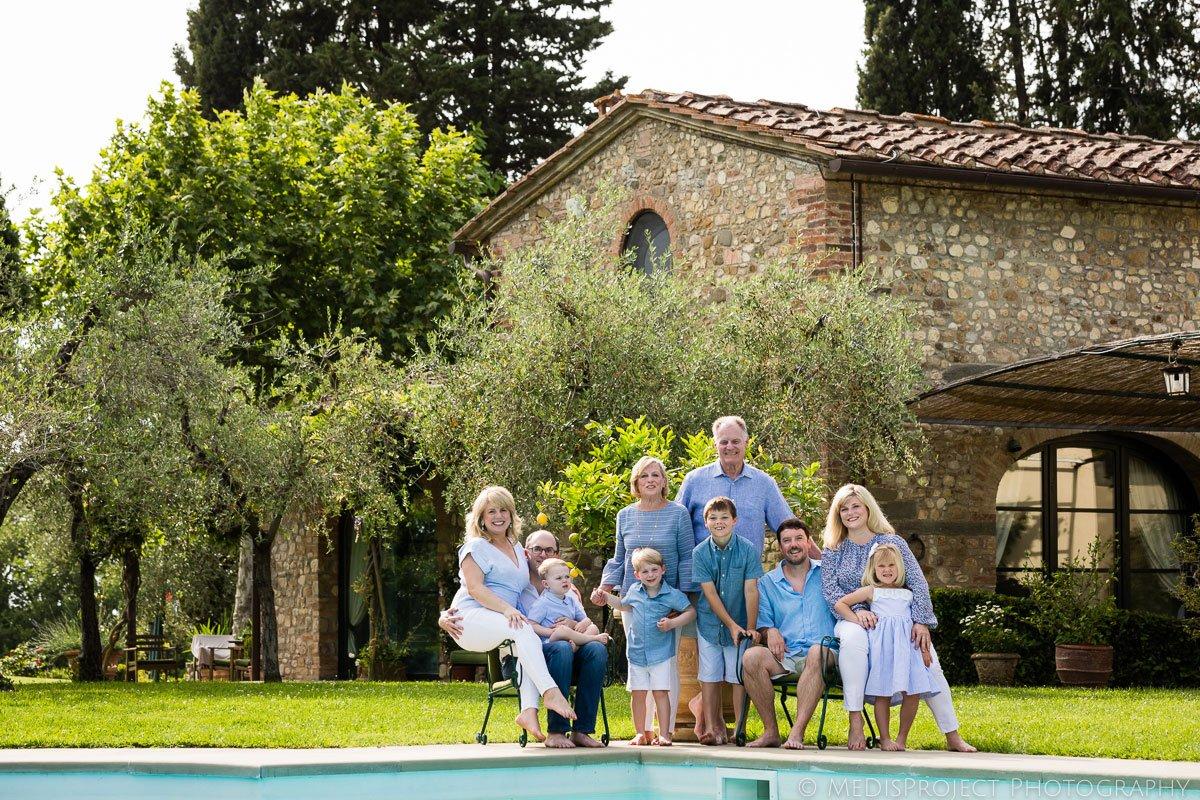 Family reunion photo by the pool at Villa Ripanera