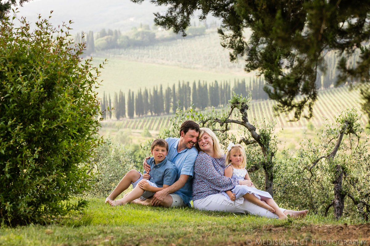 family photo session in Villa Ripanera nearby Florence