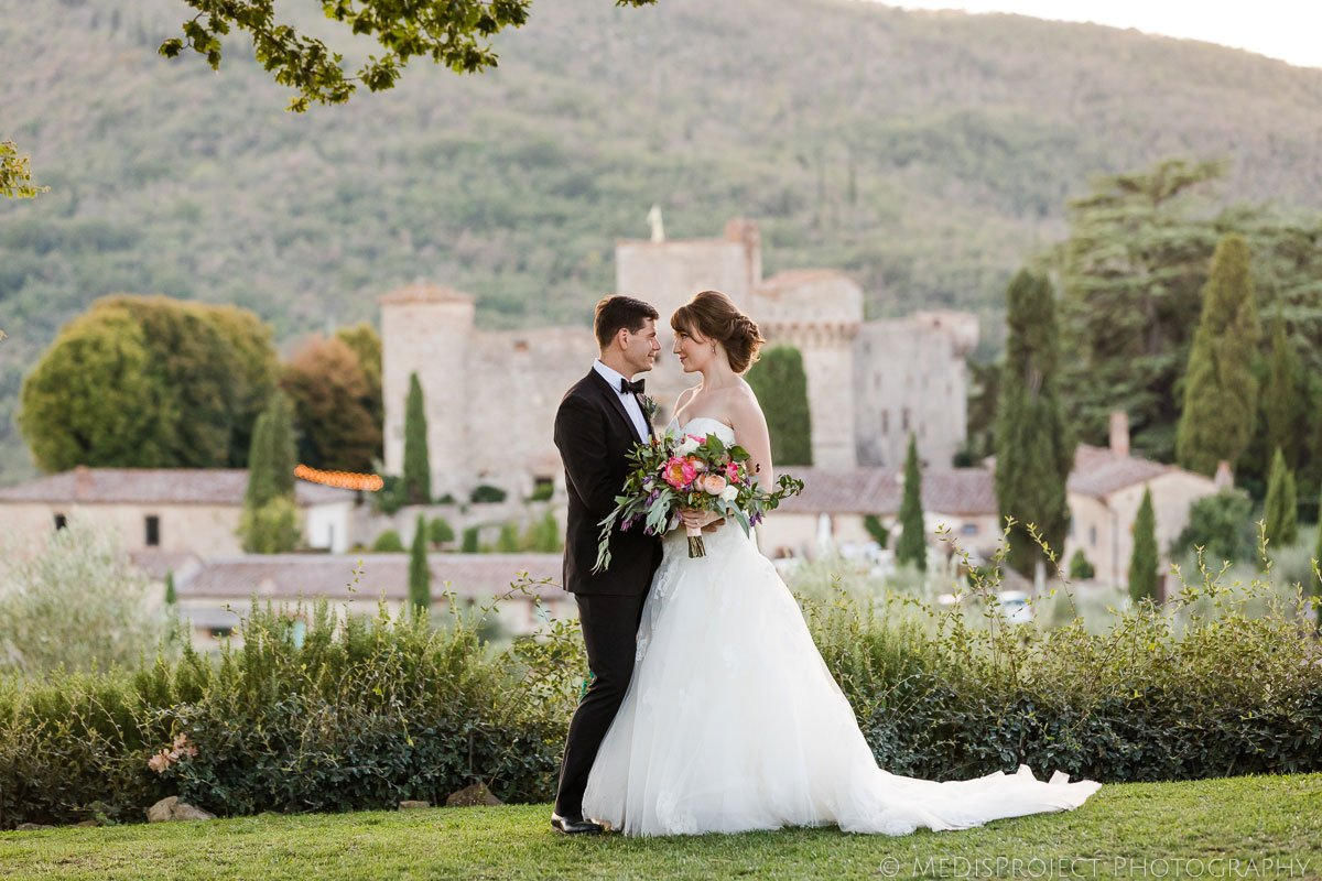 Wedding couple in front of Meleto Castle