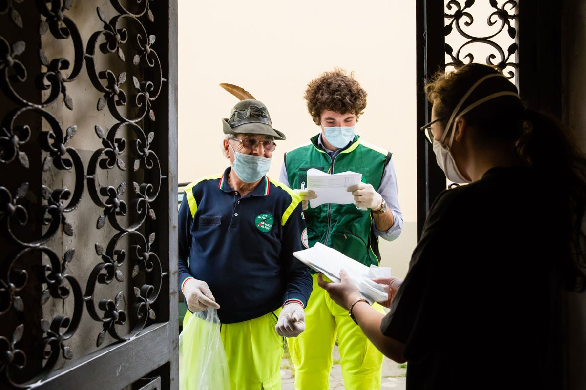the Alpini deliver face masks to Italian citizen during Covid19 Lockdown