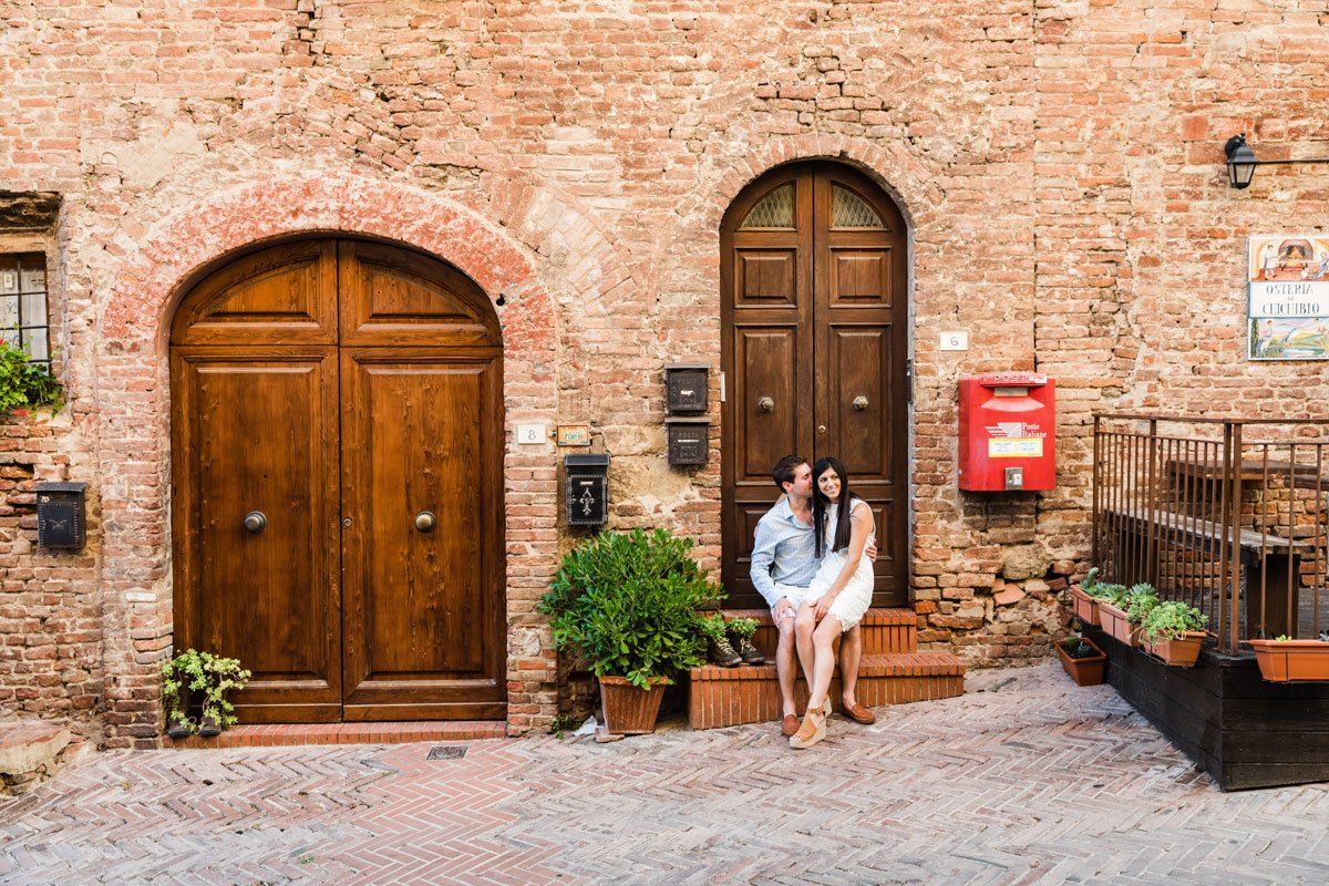 couple photoshoot in Certaldo Alto
