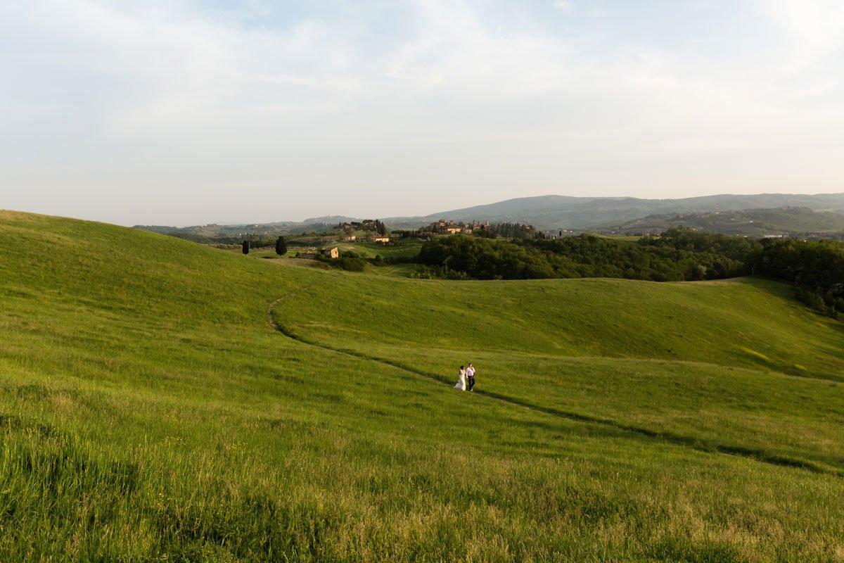 photoshoot in green Tuscany