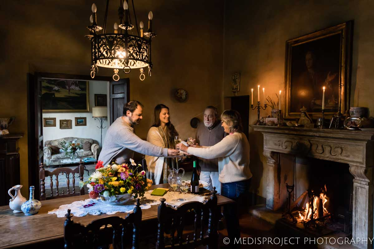 Lorenza and Vittorio offering wine to a couple of guests at Casa dell'Abate Naldi