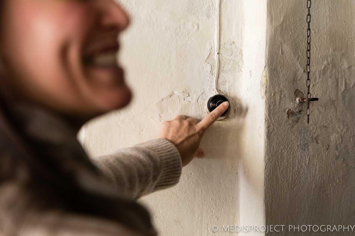 happy guest ringing the door bell at Casa dell'Abate Naldi