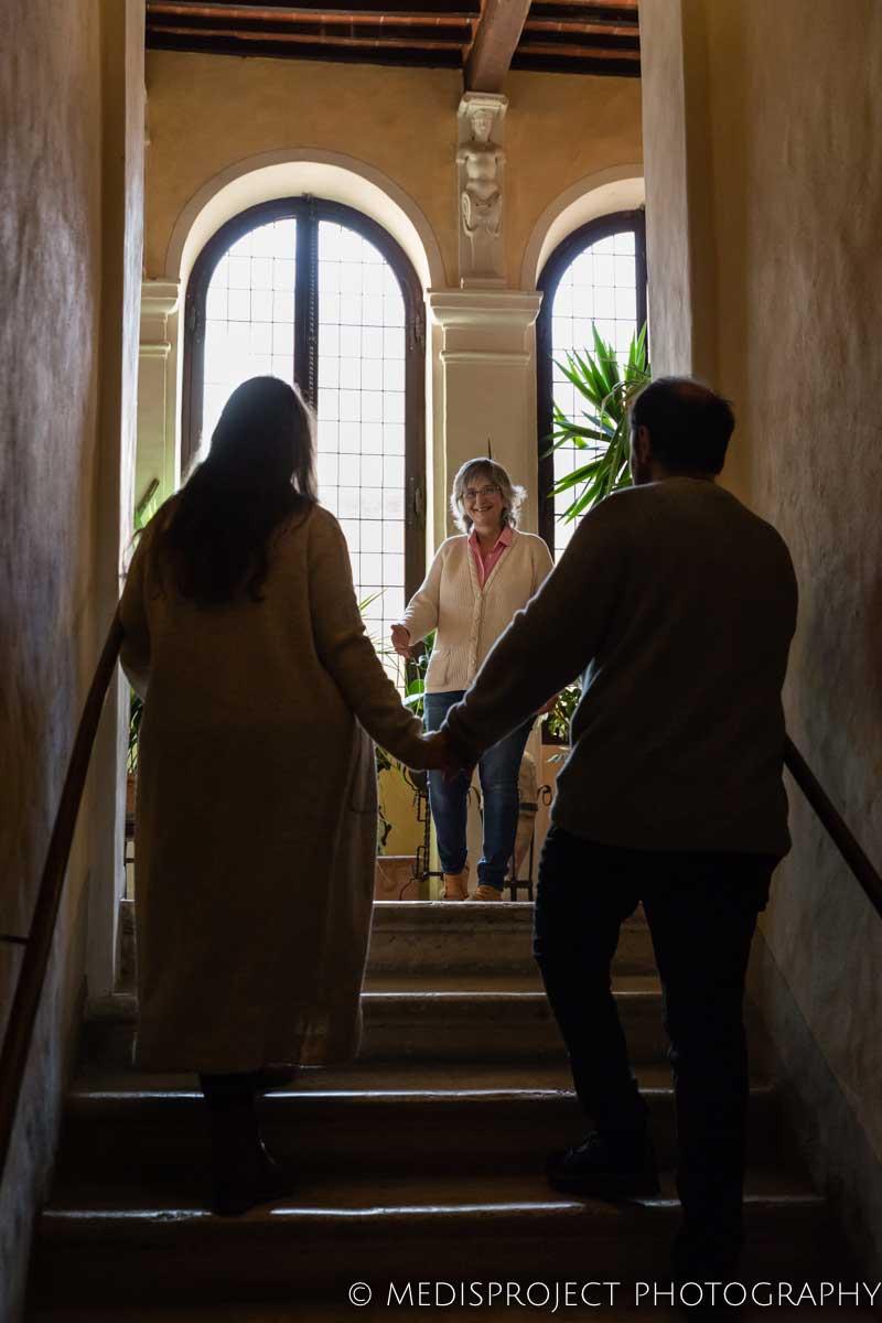 Lorenza Santo welcoming a couple of guests at Casa dell'Abate Naldi