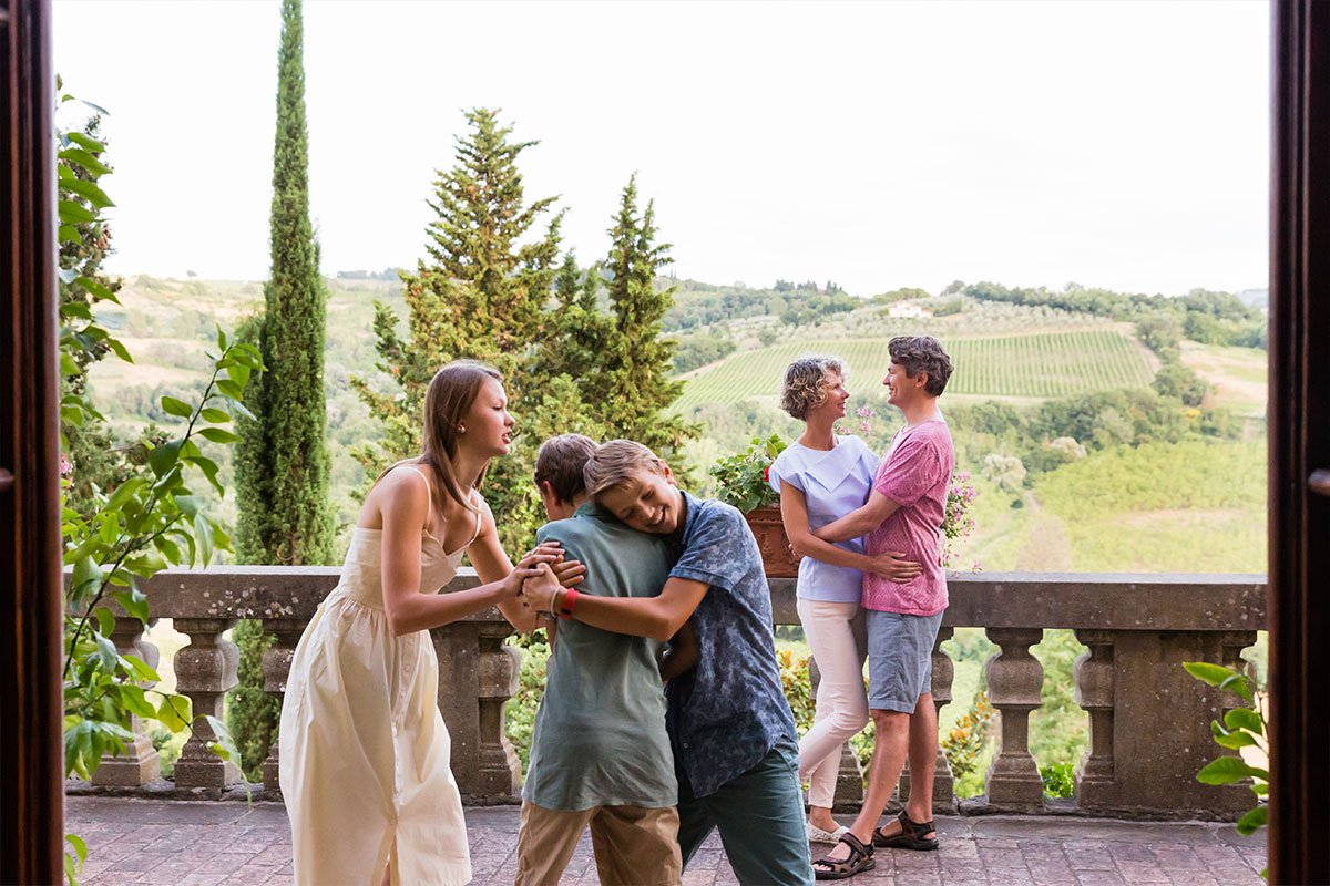 candid moment during a family reunion photo session in Tuscany