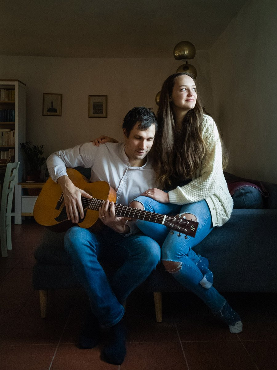 online portrait of a couple of musicians living in Tuscany