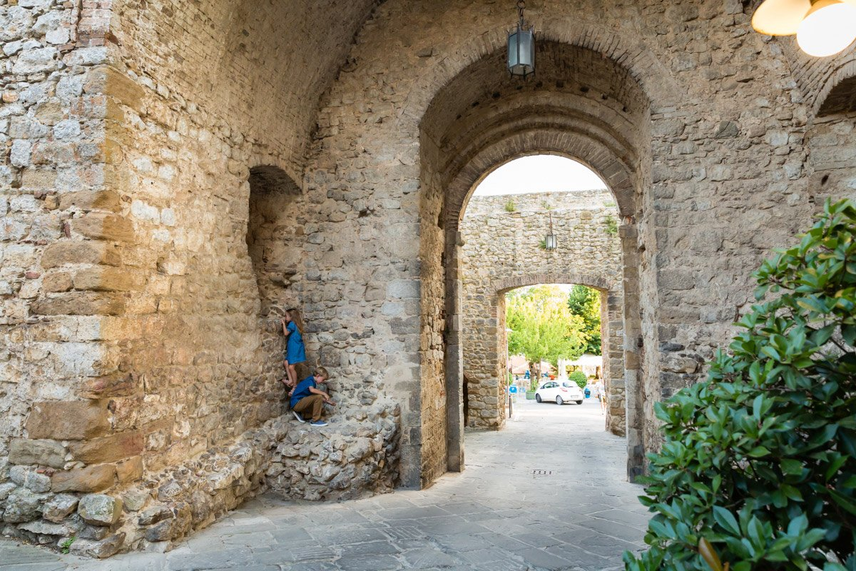 kids climbing old walls in Montefollonico during a photoshoot
