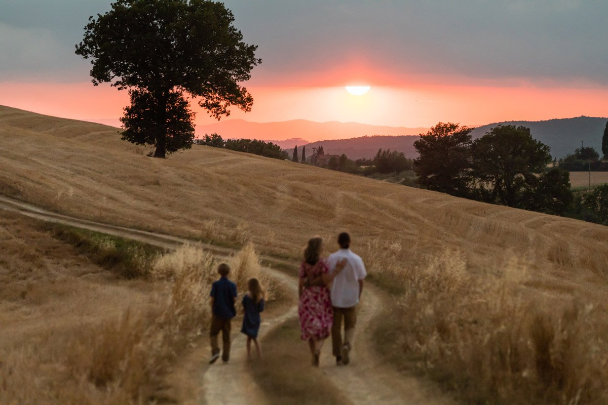 sunset family photo session in Tuscany