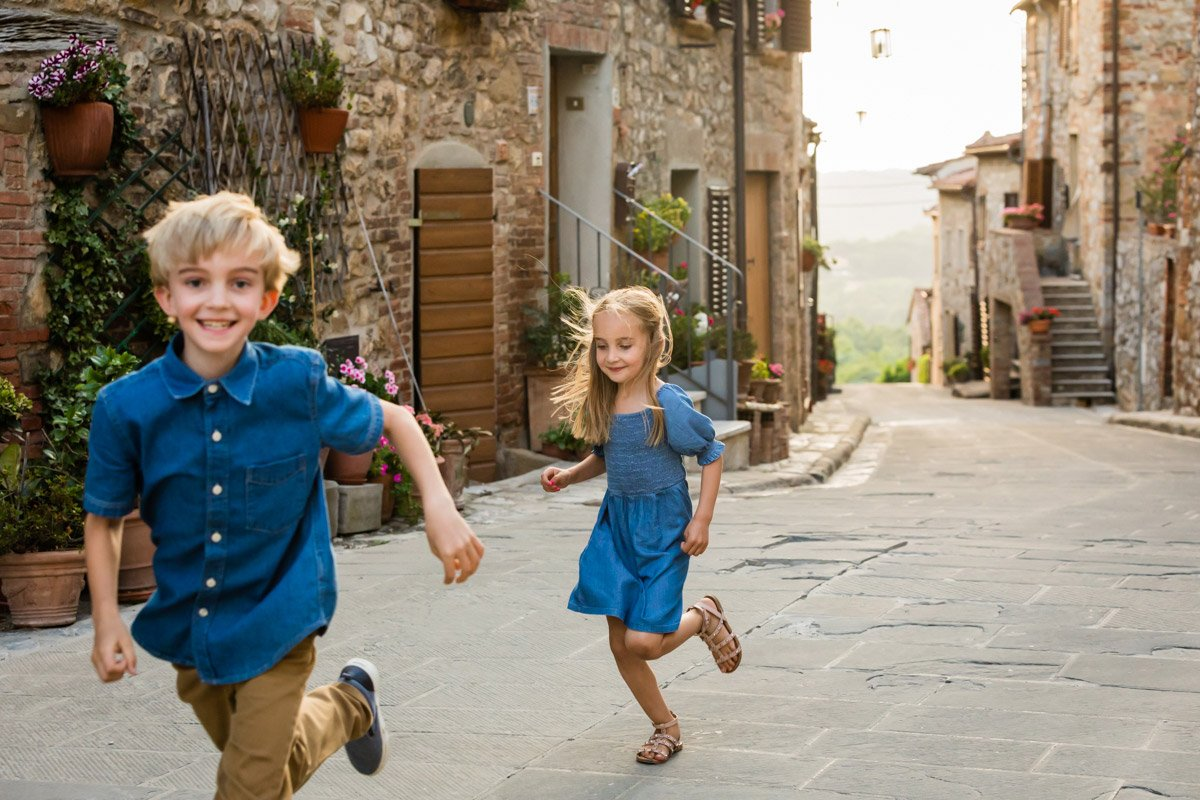 kids running in Montefollonico during a photoshoot